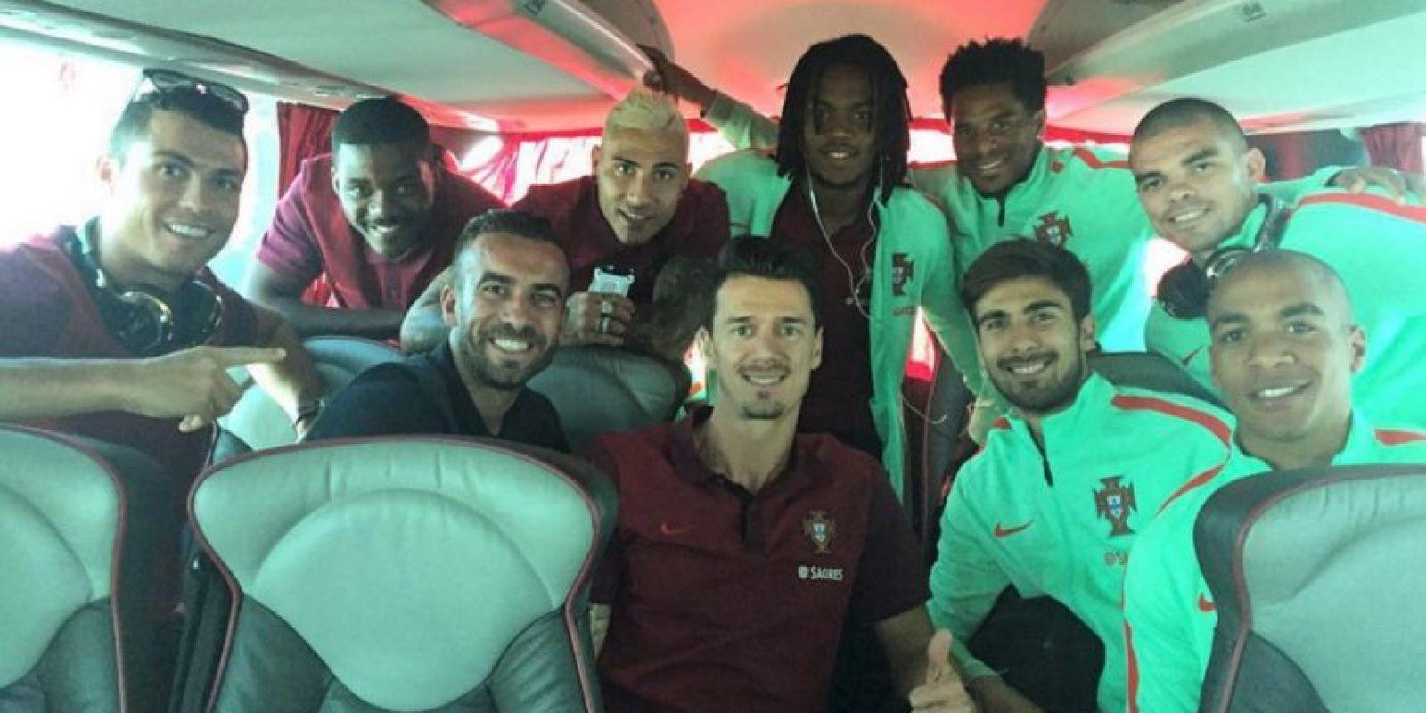 El portugués está concentrado con su selección y a través de las redes sociales, muestra su día a día con el cuadro lusitano. Foto:Vía instagram.com/Cristiano