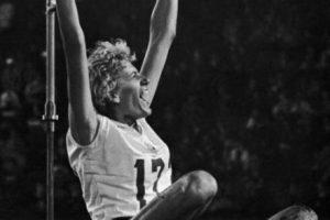 """La doble campeona olímpica de salto de altura en Roma 1960 y Tokio 1964 murió el pasado 11 de marzo a los 79 años por """"complicaciones gástricas"""". Foto:Getty Images"""