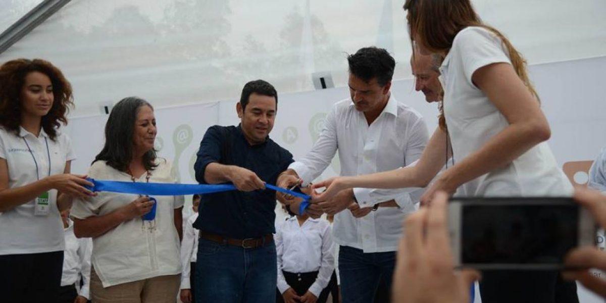 Arjona inaugura la segunda escuela de la Fundación Adentro
