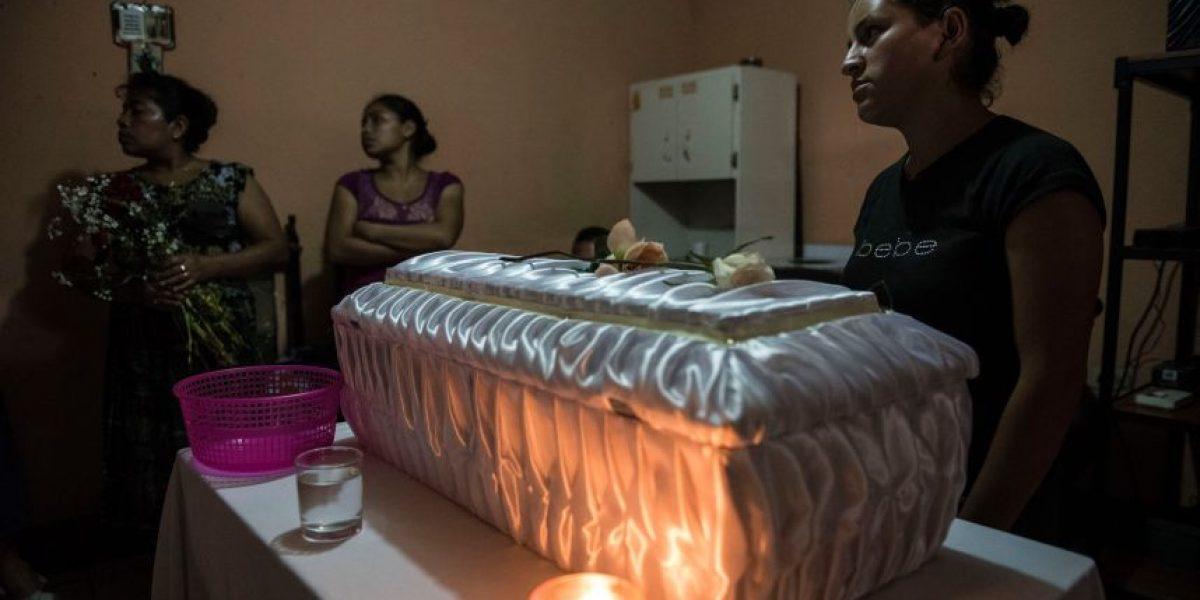 Tristeza y consternación en el velorio del bebé que murió frente a centro de salud