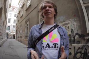 Bartholl adopta los nuevos medios y artefactos para hacer su arte. Foto:Aram Bartholl/YouTube