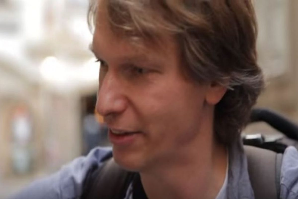 """¿Cómo nos influencian los sistemas de comunicación?"", se pregunta Aram Bartholl Foto:Aram Bartholl/YouTube"