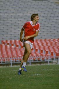 La leyenda del fútbol murió el 24 de marzo a causa del cáncer de pulmón con el cual luchaba desde 2015. Foto:Getty Images