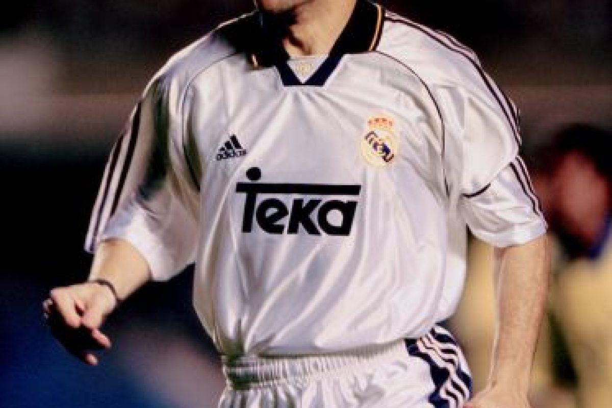 El defensa español Manolo Sanchís, quien defendió en más de 700 ocasiones la camiseta blanca, es el jugador de ambos clubes que más veces jugó un Clásico. Lo hizo 43 veces. Foto:Getty Images