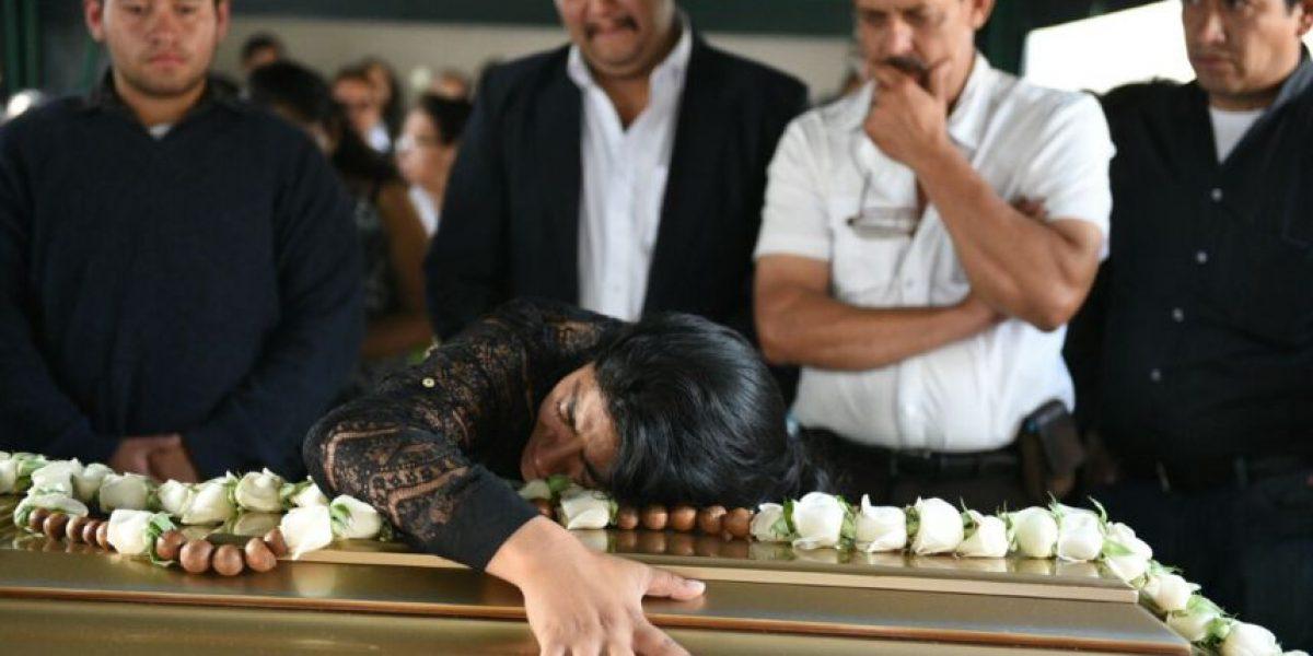 Familiares y amigos le dan el último adiós al alumno del Liceo Javier
