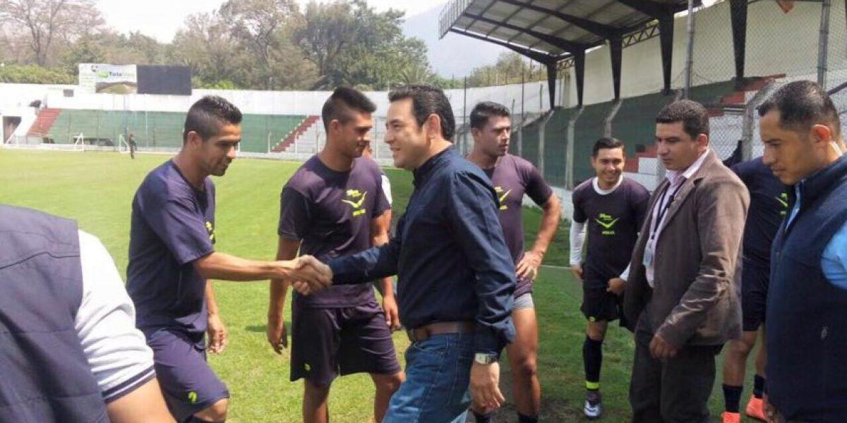 Presidente Jimmy Morales visita al equipo de Antigua GFC de la Liga Nacional