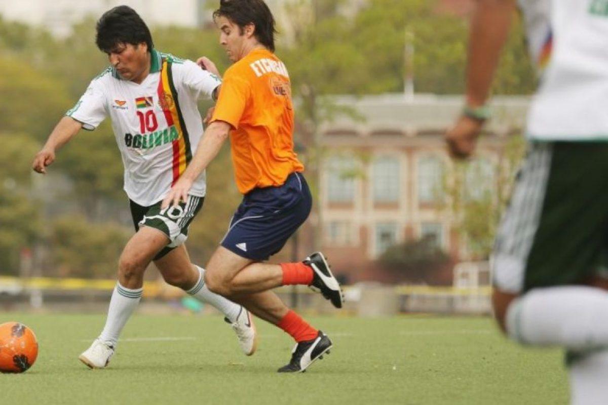 El presidente de Bolivia es fanático del fútbol. Foto:Getty Images