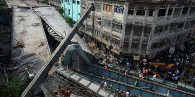 Video: Momento del derrumbe de puente en India, marzo 2016