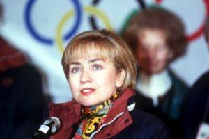 1994. La exprimera dama usaba el pelo bob a la usanza de la época, con flequillo. Foto:Getty Images