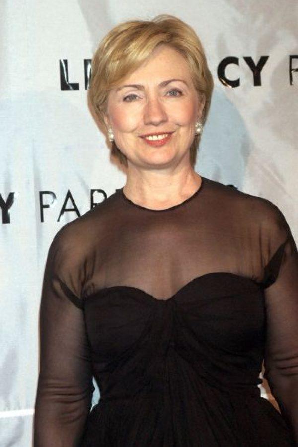 2004. Clinton hace a un lado el traje sastre. Foto:Getty Images