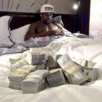 """Según la revista """"Forbes"""", en 2015, la fortuna de Floyd Mayweather creció 300 millones de dólares. Foto:Vía instagram.com/floydmayweather"""