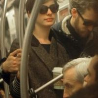 Anne Hathaway Foto:Vía celebritiesonthesubway.tumblr.com