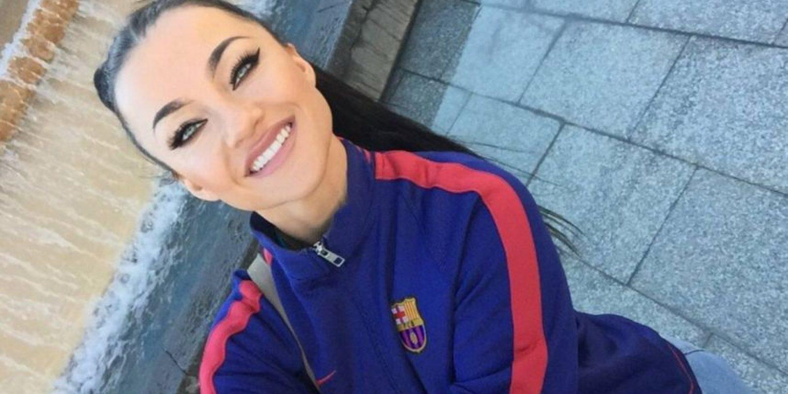 La modelo y playmate irlandesa acude al Camp Nou cada que puede, para apoyar a su equipo: El Barça. Foto:Vía instagram.com/playmate_kasiahalela_official
