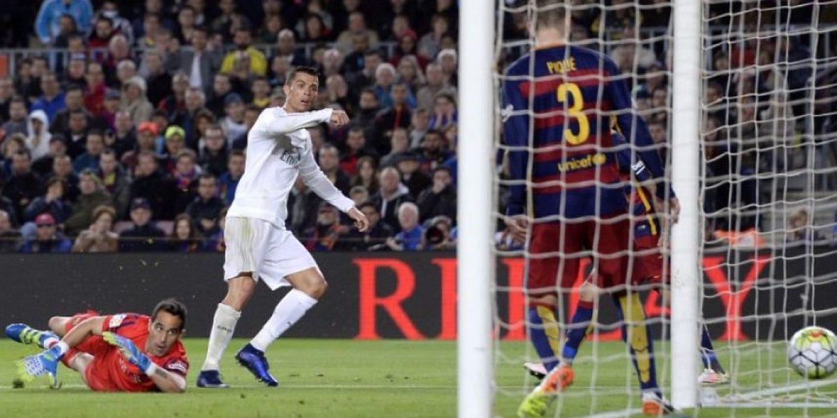 Cristiano Ronaldo celebra en el camerino en paños menores
