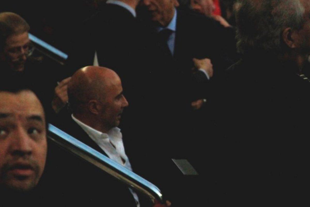 El exentrenador de Chile, Jorge Sampaoli, estuvo presente en el Camp Nou este 2 de abril. Foto:Hilario Alcayaga