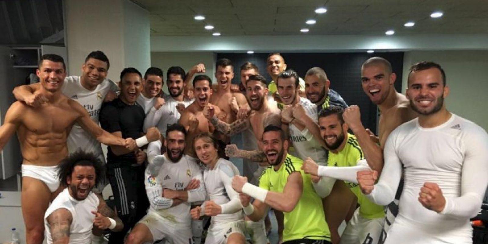 """Así celebraron la victoria en el vestidor """"merengue"""". Foto:Vía facebook.com/RealMadrid"""