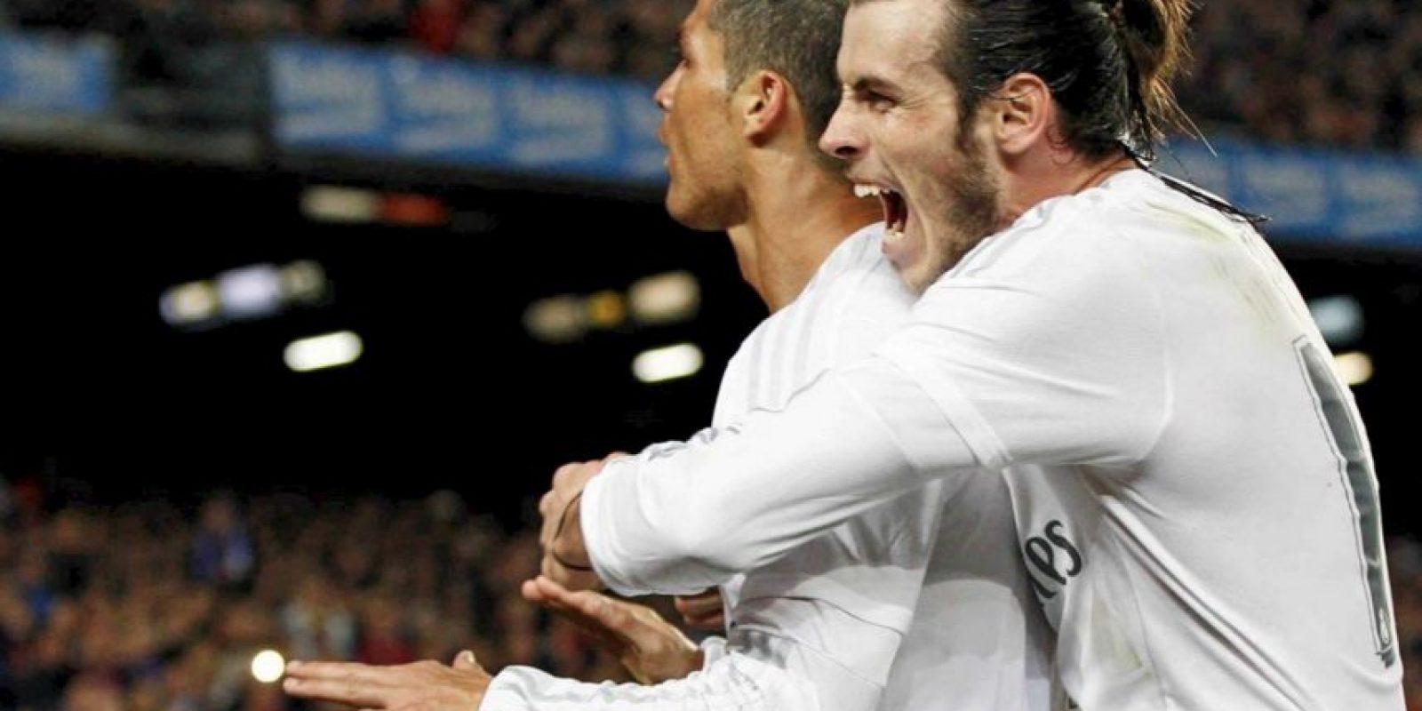 """El triunfo fue tan bien recibido en el seno merengue, que se dio esta """"cariñosa"""" postal entre Bale y """"CR7"""". Foto:Vía facebook.com/RealMadrid"""