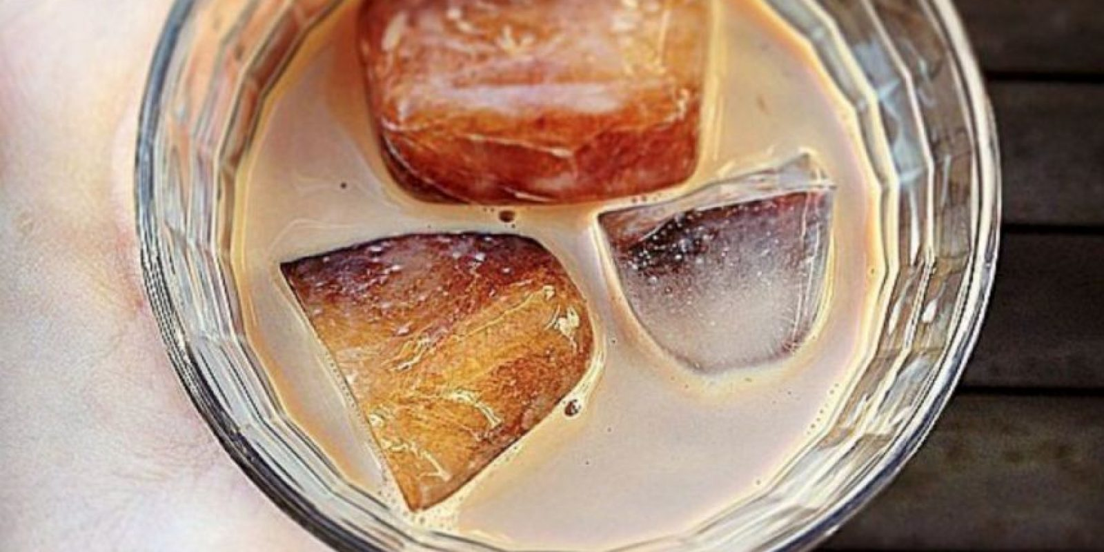 Hacer café frío: es mejor poner el cafe en hielo, para luego mezclarlo con leche y así no se diluirá. Foto:vía Tumblr