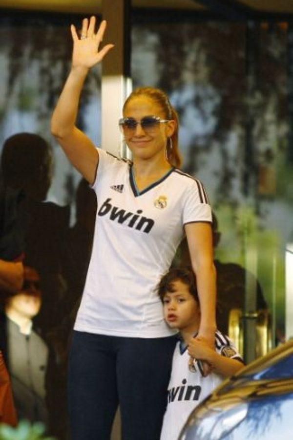 Jenifer López es una de las más famosas hinchas del Real Madrid. Foto:Getty Images