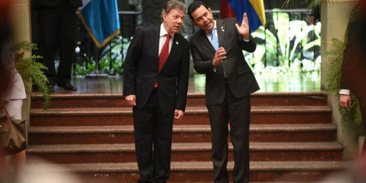 Presidente de Colombia visita a Jimmy Morales para hablar de comercio, inversión y seguridad