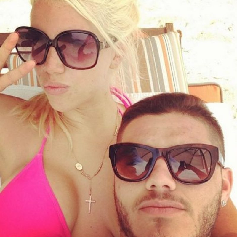 Poco después, un par de tuits del delantero demostraron que su relación inició cuando ella aún era esposa de su amigo. Foto:Vía instagram.com/mauroicardi