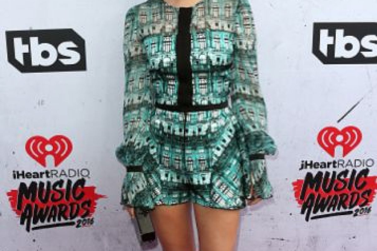 La actriz Olivia Holt, con un enterizo muy D&G, casual y perfecto para ella. Foto:vía Getty Images
