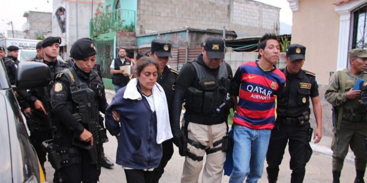 Juez vincula al proceso a tres adolescentes por la bomba en bus extraurbano en San José Pinula