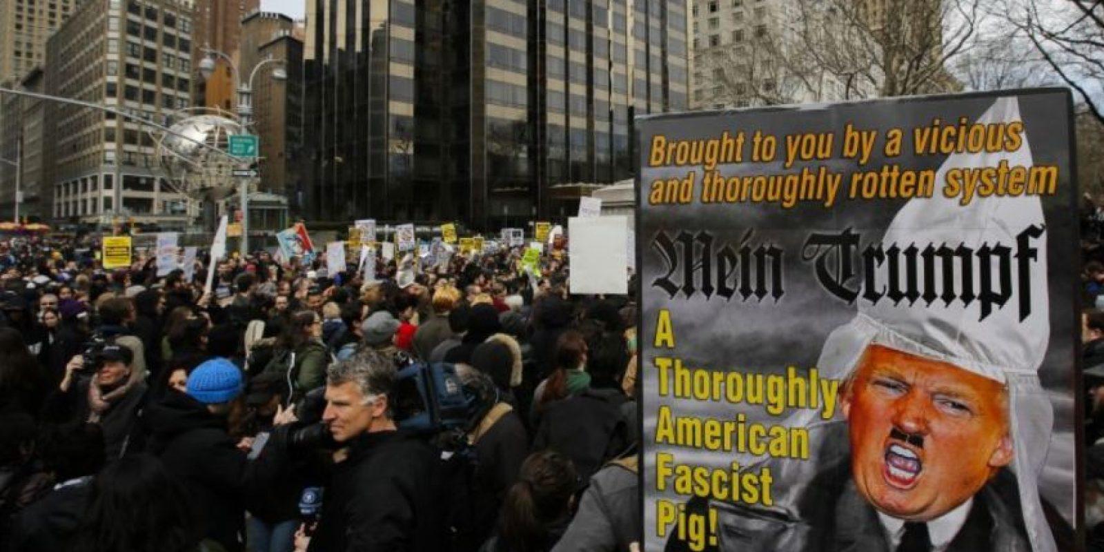 Las distintas manifestaciones se hacen fuera de los edificios que le pertenecen. Foto:Getty Images