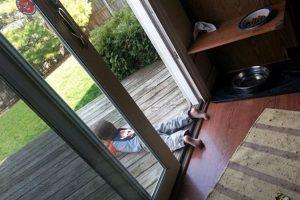 No tenía que poner los pies fuera de la casa Foto:Daily Mail