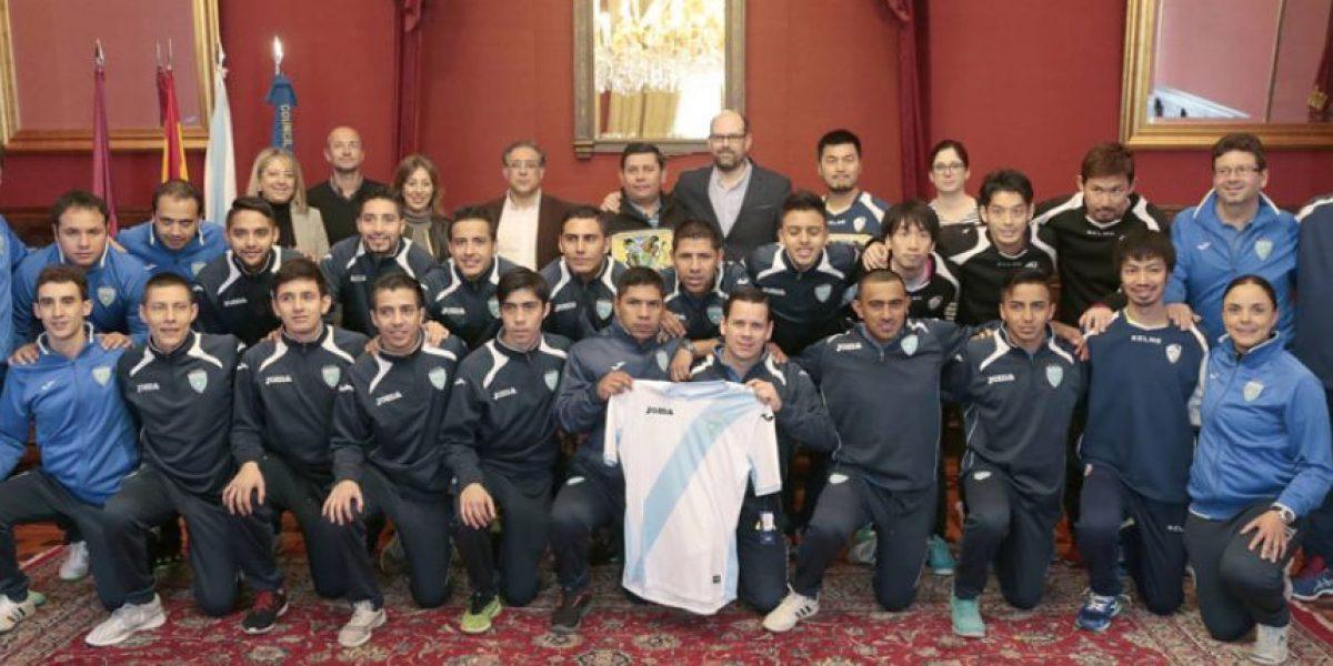 Selección de Futsal se reúne con alcalde en España