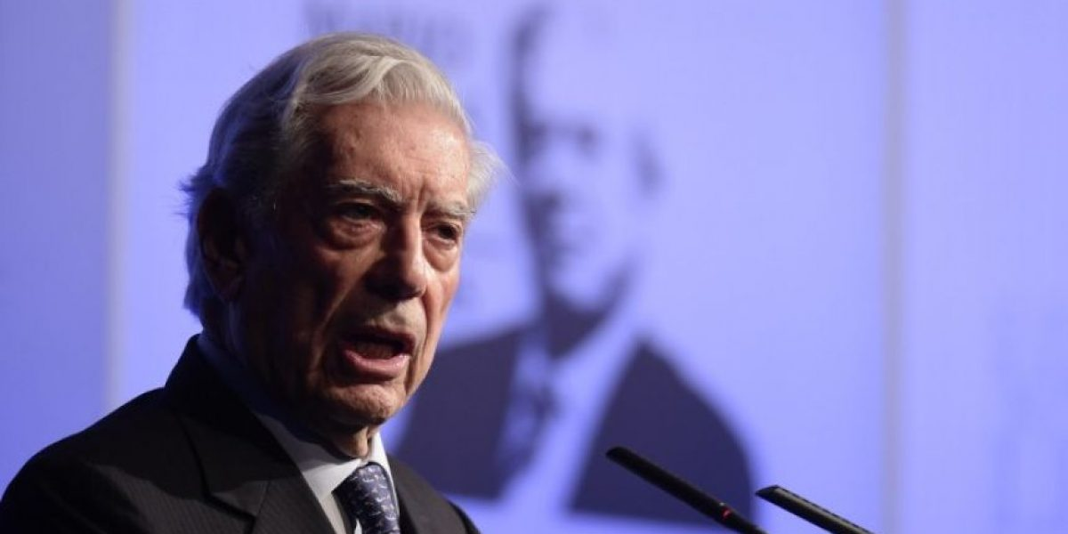 Mario Vargas Llosa aparece en los
