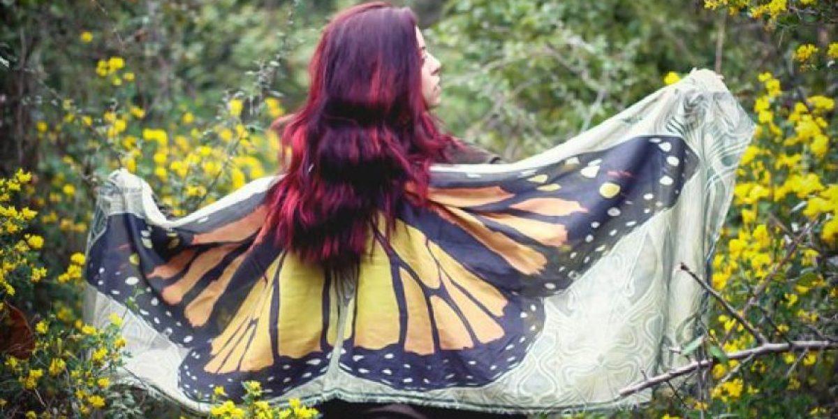 Diseñó capas con estampados de alas de mariposa y el resultado es increíble