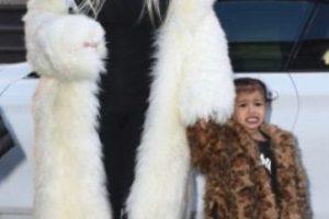 Mamá e hija comparten gustos Foto:Grosby Group
