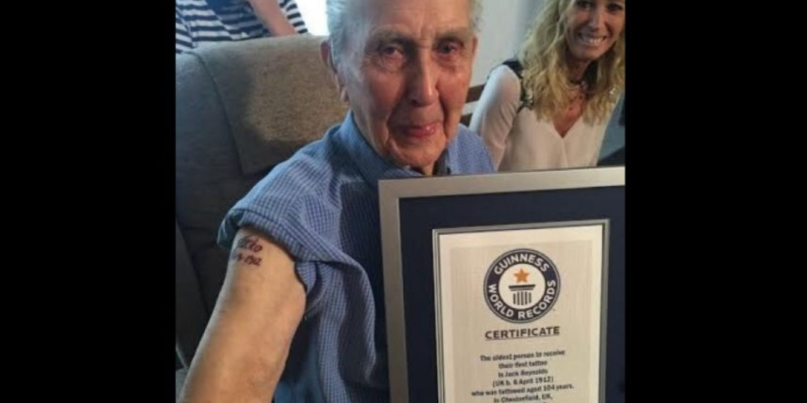 Con sus 104 años Reynolds se tatuó en el estudio Pete Who's Tattoos ubicado en pueblo de Chesterfield, Inglaterra. Foto:witter.com/GWR
