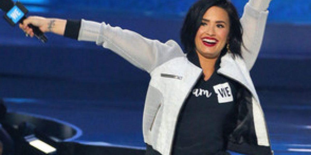 VIDEO. Demi Lovato se cae durante una presentación ¡y lo hizo con estilo!