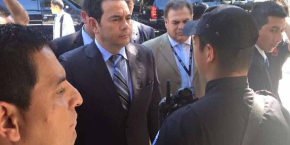 """Analista considera que Jimmy Morales es """"rehén"""" de sus alianzas"""