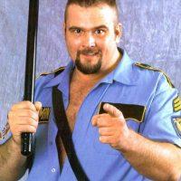 Big Boss Man. Fue cuatro veces Campeón de lucha Hardcore. Murió en 2004 y fue inducido este año Foto:WWE