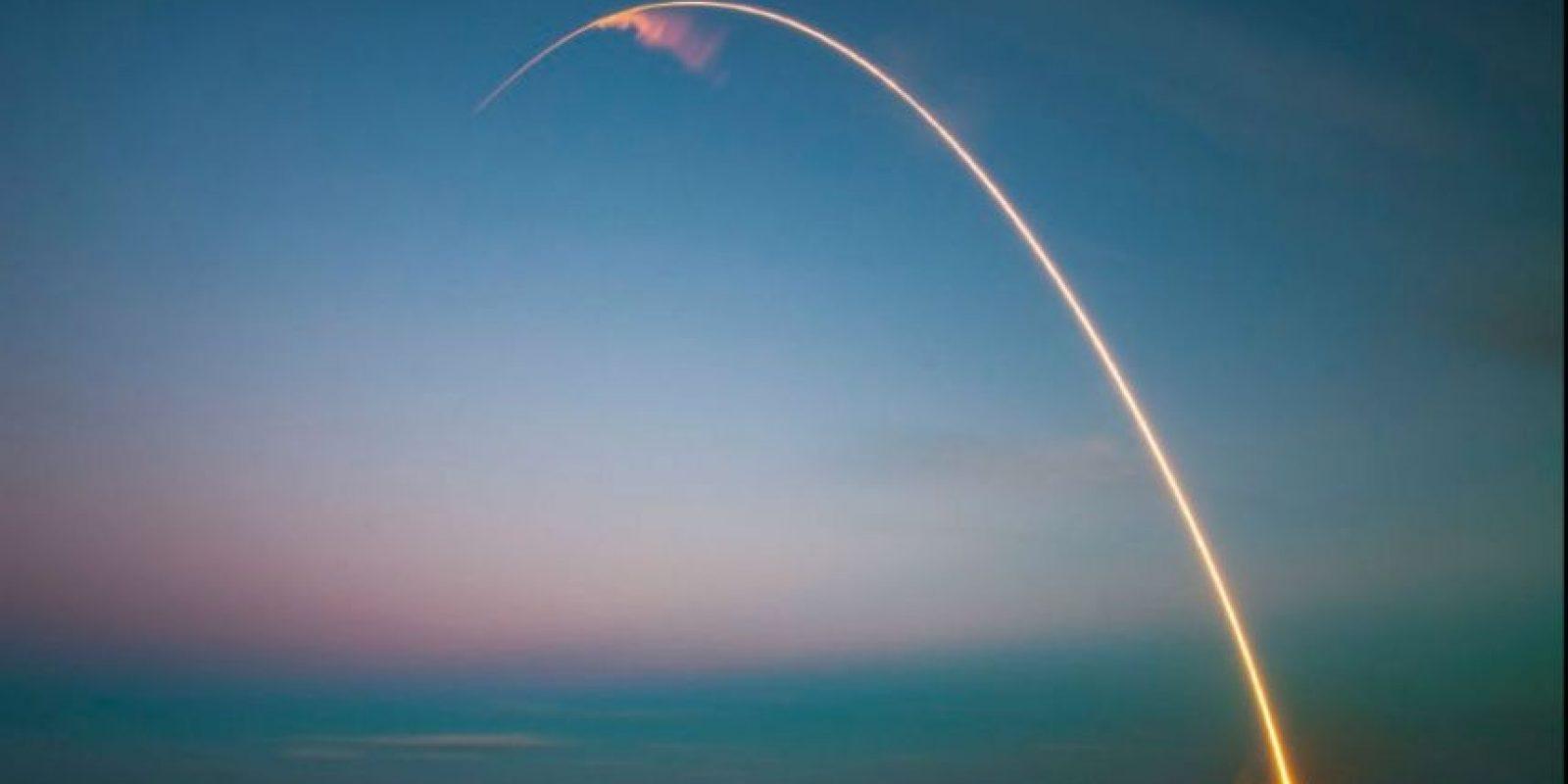 Es una empresa norteamericana de transporte aeroespacial fundada en 2002 por Elon Musk Foto:twitter.com/SpaceX