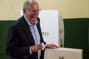 Así voto el exministro y candidato Pedro Pablo Kuczynski. Foto:AFP