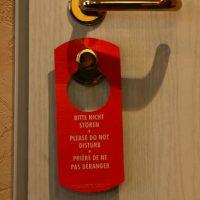 """""""Encontré un condón usado a un lado de la cama durante una estancia prolongada en un hotel de Florida. Asqueroso"""" Foto:Getty Images"""
