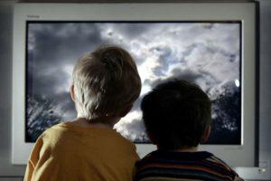 Los programas preventivos eficaces prestan apoyo a los padres y les aportan conocimientos y técnicas positivas para criar a sus hijos. Foto:Getty Images