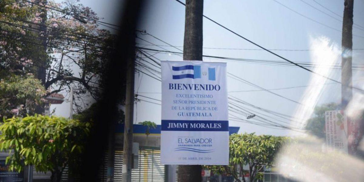 Así recibieron en las calles de San Salvador al presidente Jimmy Morales