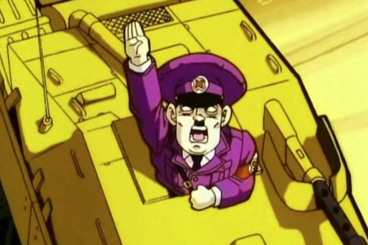 Quiere que los saiyajin sean parte de su ejército por ser rubios y de ojos azules (en clara referencia a la ideología nazi). Ellos lo mandan de vuelta al infierno. Foto:vía Toei