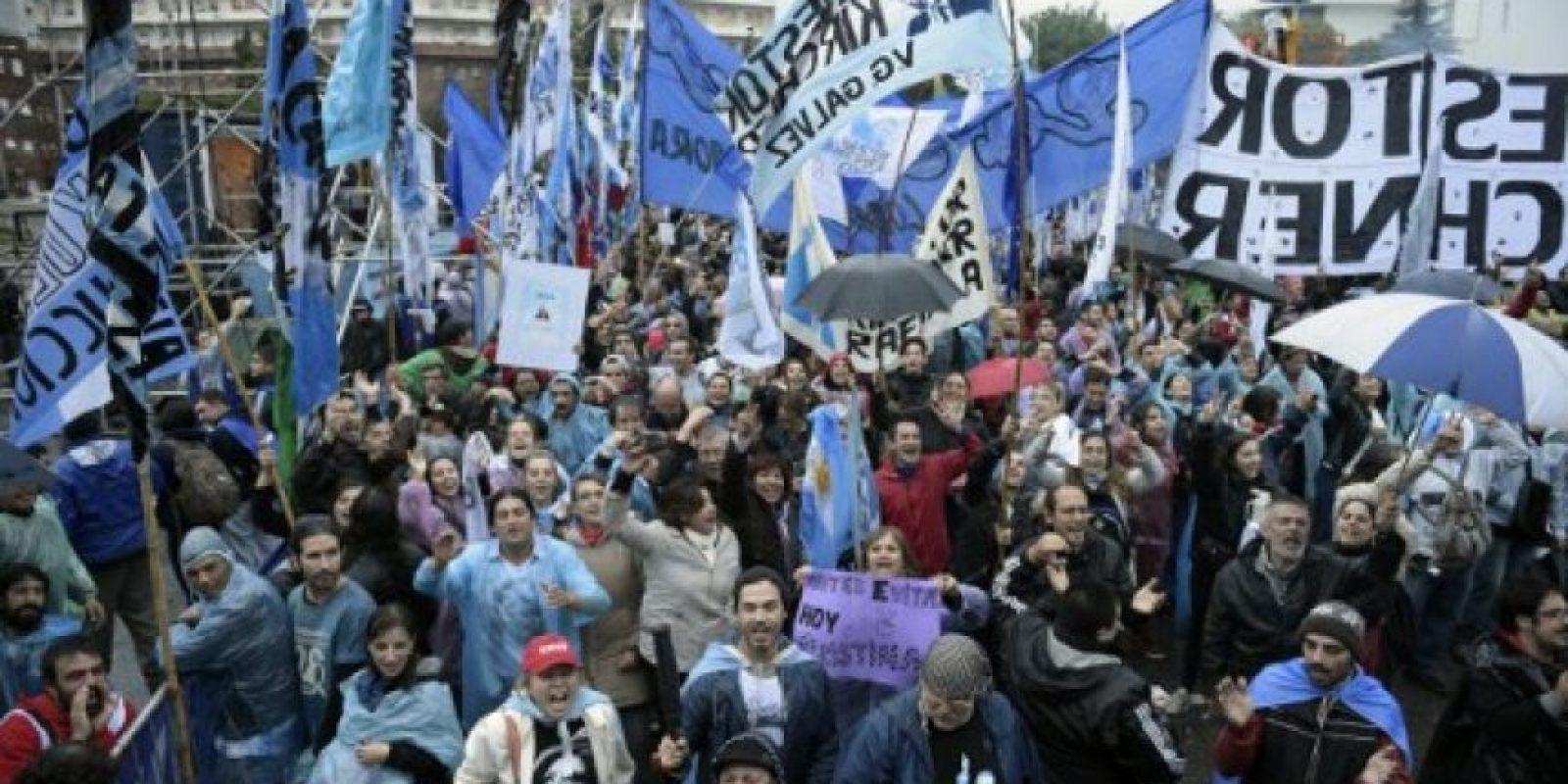 Ante este hecho Fernández vivió distintas muestras de apoyo de parte de sus simpatizantes. Foto:AFP