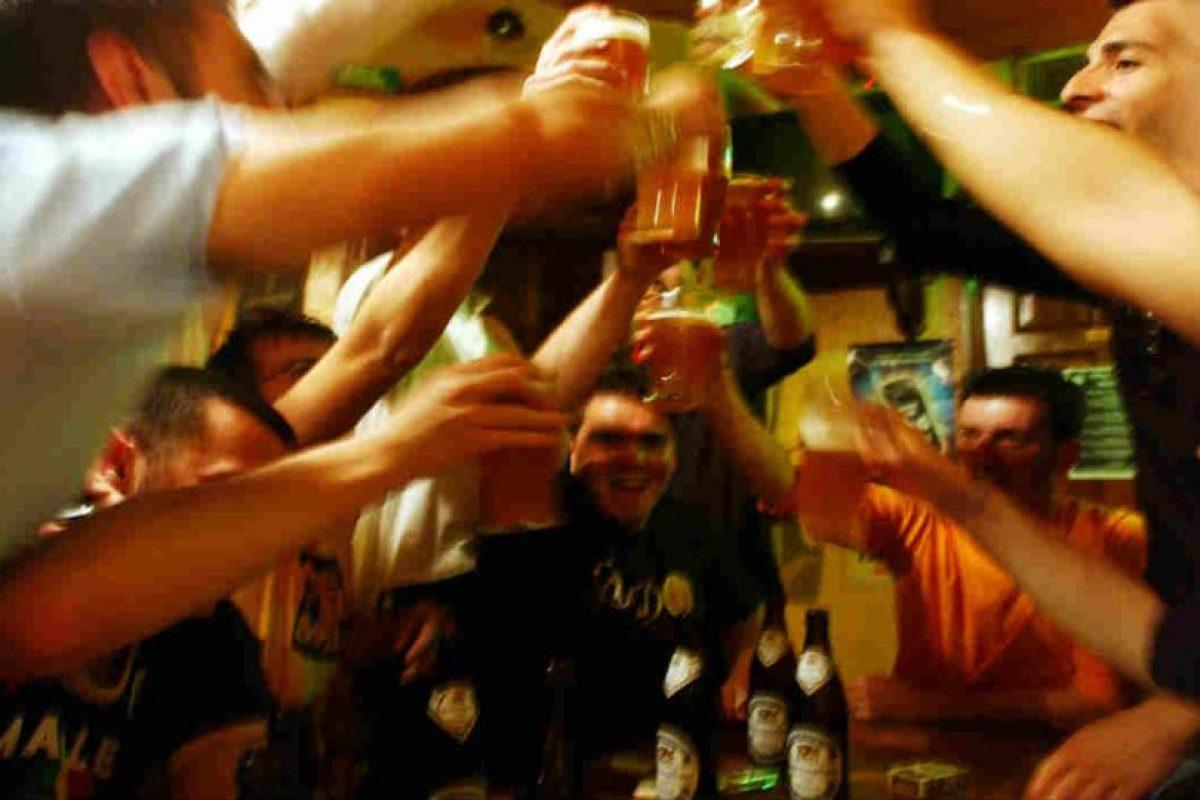 ¿Quieren salir de fiesta sin tener problemas con su pareja? Foto:Getty Images