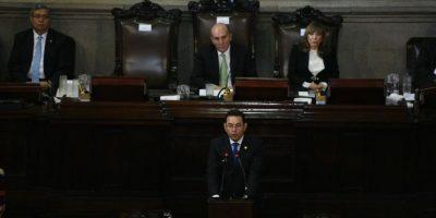 Durante discurso en el Congreso, Jimmy Morales pidió dejar