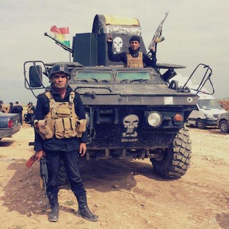 También muestra el armamento que usa Foto:Instagram.com/peshmerganor