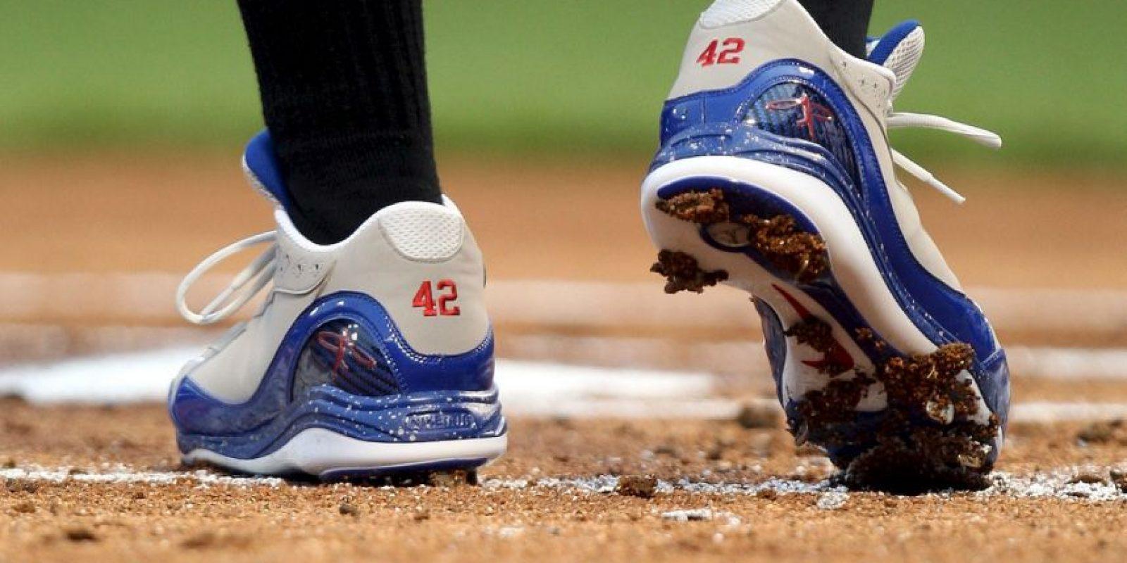 Jackie recibió insultos de las gradas, los pitchers rivales le lanzaban a la cara y sus demás contrincantes le escupían en los zapatos, pero eso no lo detuvo. Foto:Getty Images