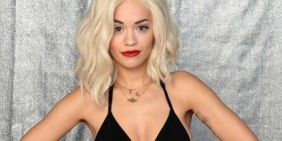 Rita Ora enseña su ropa interior de encaje al usar una blusa transparente