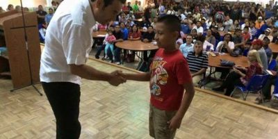 Morales realiza un recorrido en centro de migrantes en Florida